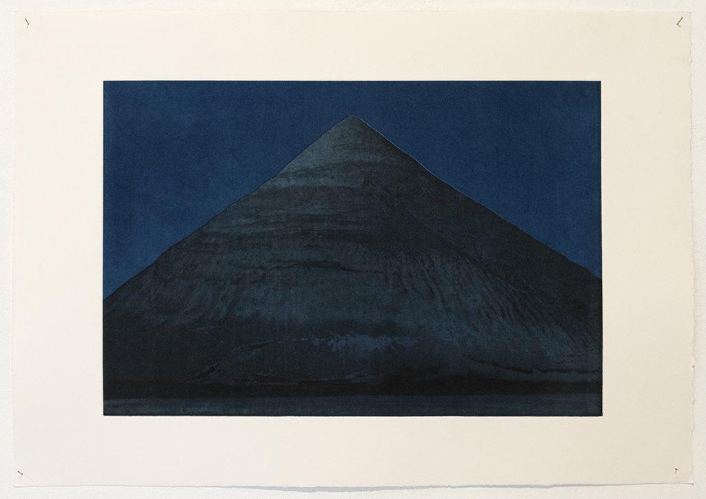 Emma Charrin, Edifice Désert, Plaqué Nuit #01, 2020. Photogravure, 38 x 55cm