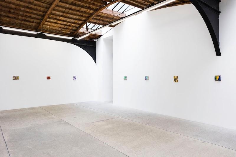 Kenjiro Okazaki, TOPICA PICTUS / Rue de Turenne, 2021 Vue d'exposition, galerie frank elbaz, Paris photo Claire Dorn