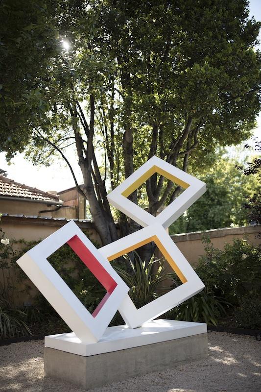 Vue de l'exposition Sculpture en Fête ! L'exposition des 10 Ans de la Collection Fondation Villa Datris Photographie prise à la Villa Datris L'Isle-sur-la-Sorgue, mai 2021. Photo F Couvreur