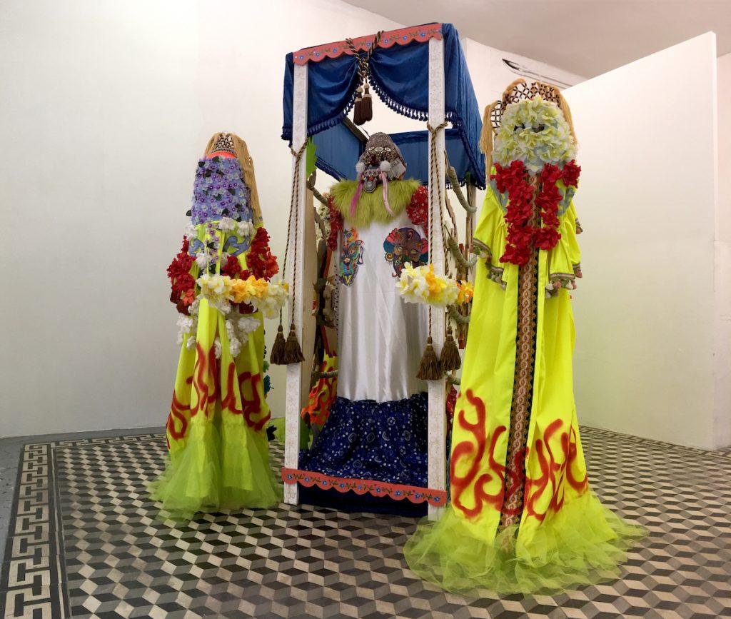 Margaux Fontaine, Installation Parade, techniques mixtes, dimensions variables, Galerie Quatre, Arles, 2021