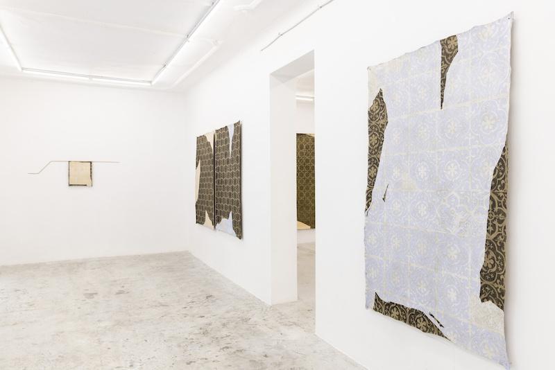 Paula Valdeón Lemus, Vue de l_exposition Otro azul [Un autre bleu], 2021. Photo Uxío da Vila