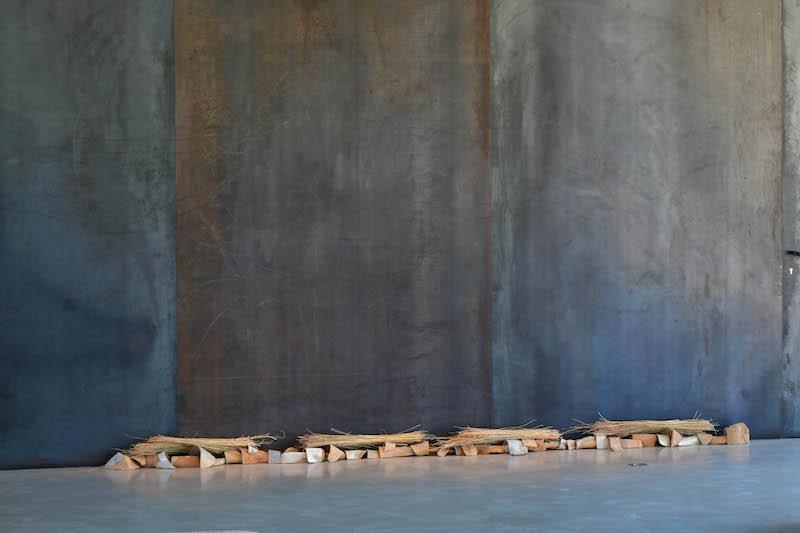 Denise Bresciani, Inclusion, céramique-paille, 2021, Exposition Seconde nature, La cuisine, centre d'art et de design:: Image Didier Taillefer ©Denise Bresciani ADAGP
