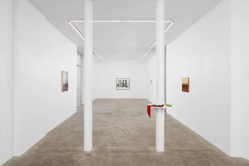 Julie Beaufils, The negative version of the official version of things, Vue d'exposition, Courtesy Galerie Balice Hertling, Paris. Image © Aurélien Mole