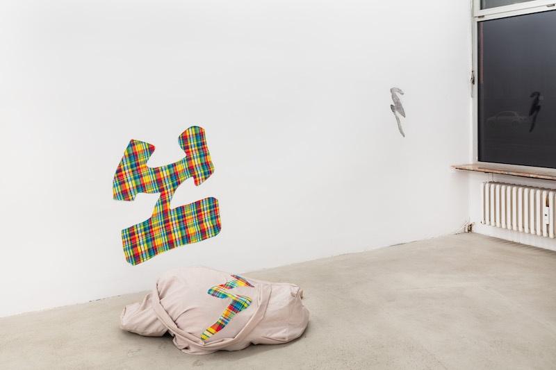 Vue de l'exposition Glose de Jordan Madlon, Goeben Berlin Photo Stefan Haehnel