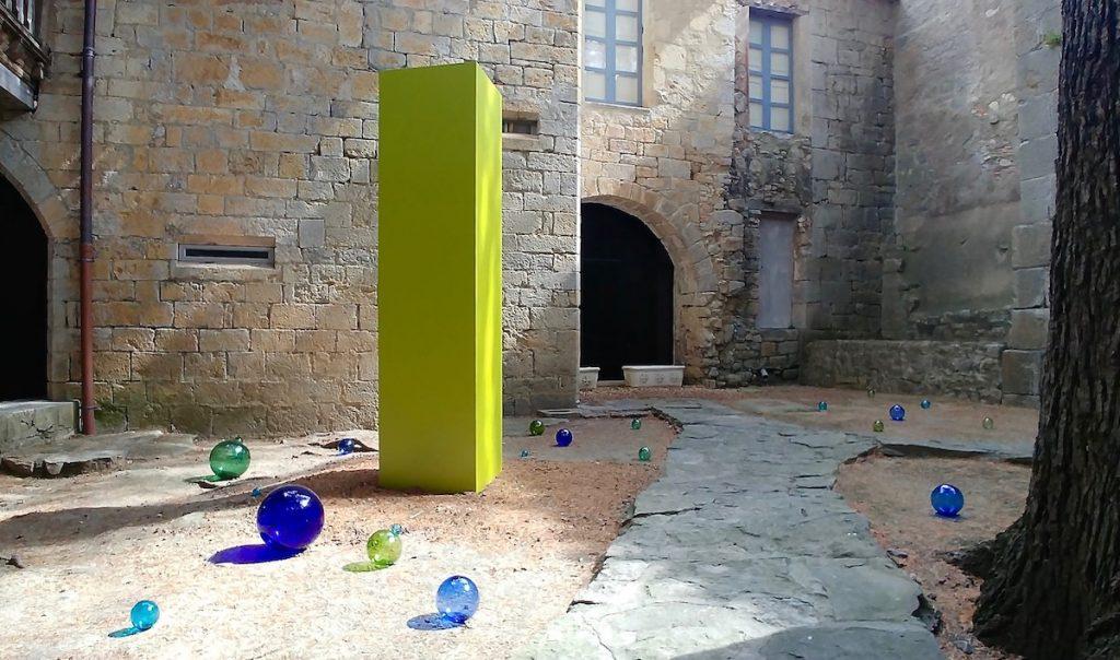 Le Monolithe et les perles de verre-photo©Philippe_Chitarrini