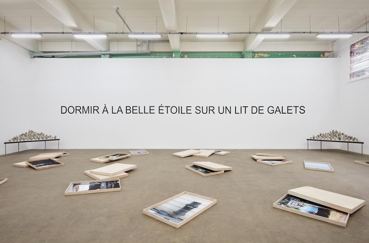 DORMIR À LA BELLE ÉTOILE SUR UN LIT DE GALETS, LAURENT LACOTTE