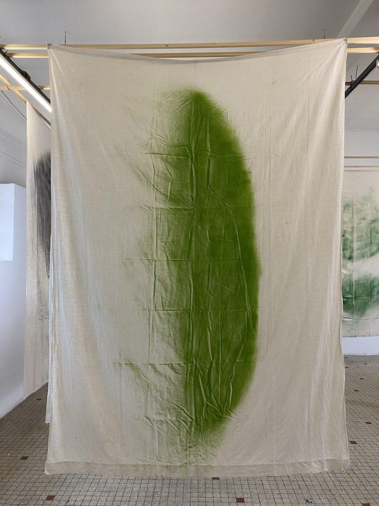 Michel Dector, A.M., .2020, peinture aérosol sur drap ancien 200 X 270 cm