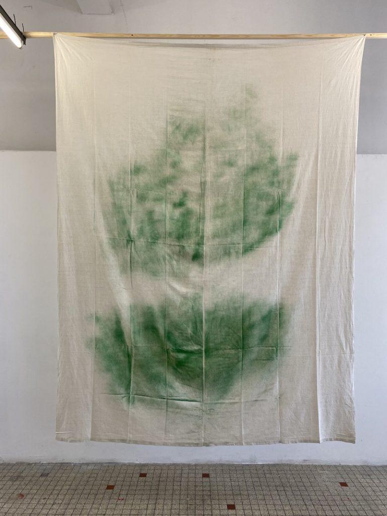 Michel Dector, J.C., 2020, peinture aérosol sur drap ancien 184 X 264 cm