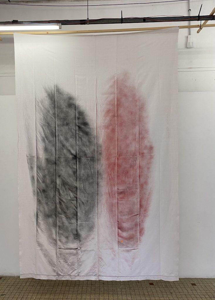 Michel Dector, O.C., 2020, peinture aérosol sur drap ancien 170 X 290 cm