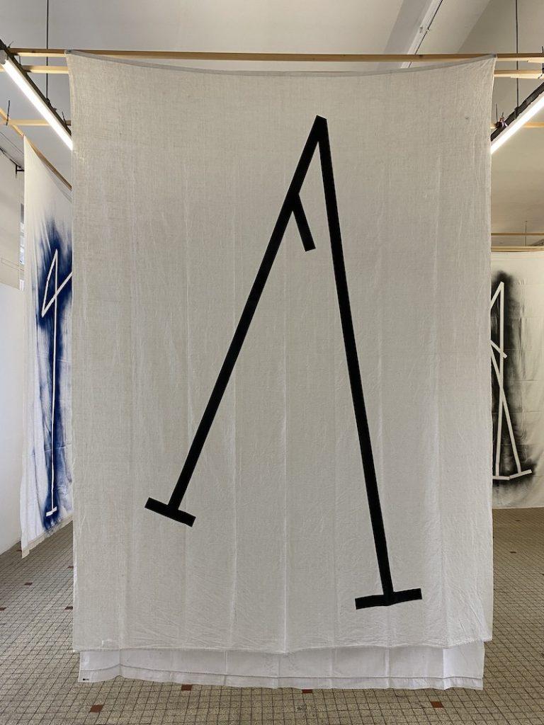 Michel Dector, Sans titre, 2021, peinture aérosol sur drap ancien 190 X 280 cm