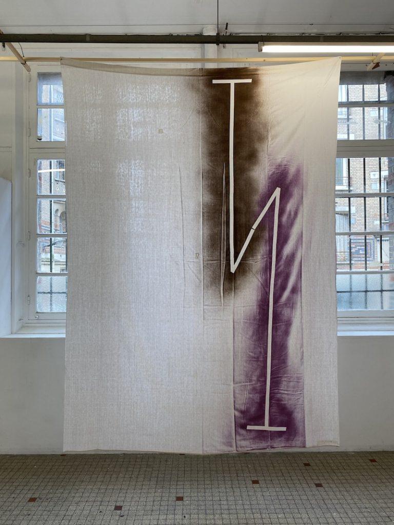 Michel Dector, Sans titre, 2021, peinture aérosol sur drap ancien 186 X 258 cm
