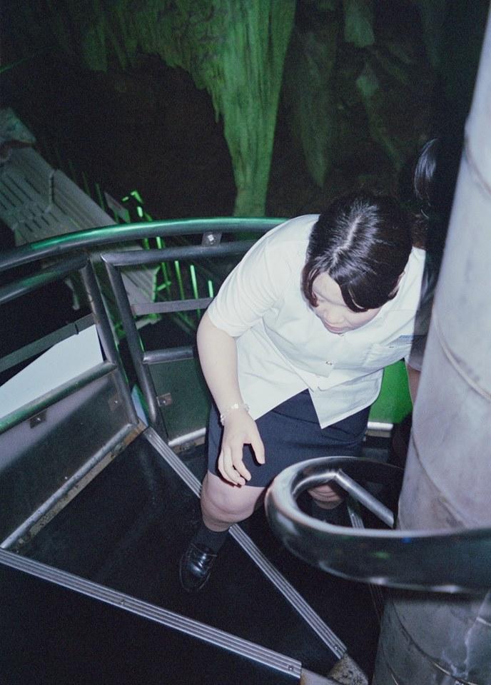 Rebekka Deubner, Des filles la mer et une grotte, Straat Galerie