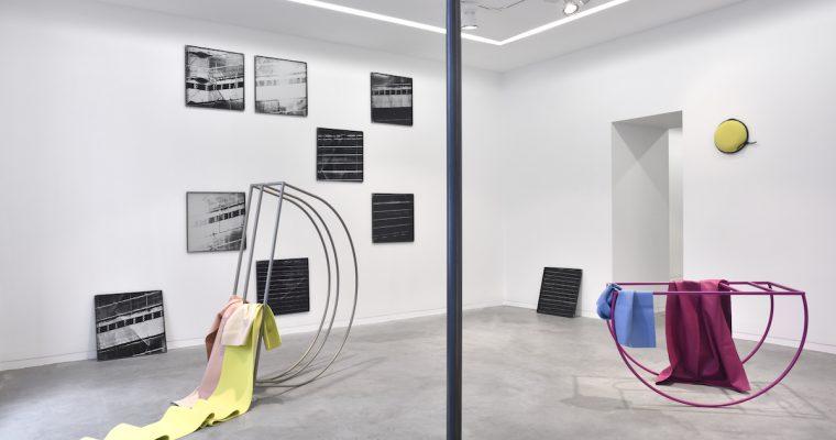 Vues de l'exposition Peeping Space (Galerie Eric Mouchet) 2016 Bérénice Lefebvre, Gwendoline Perrigueux Feat. Etaïnn Zwer