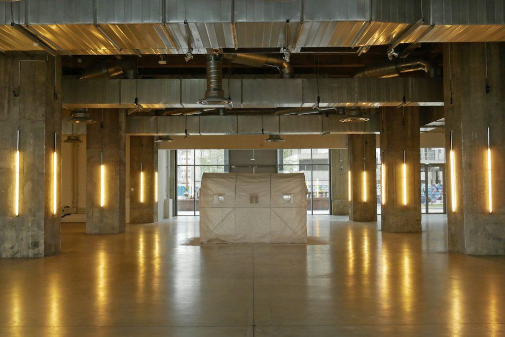 Vue de l'exposition « au milieu des choses au centre de rien #5 », 9 avril 2021, Magasins généraux. © Farès Hadj-Sadok, Arthur Guespin & emploi fictif